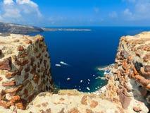 Vista al mare dal villaggio di OIA dell'isola di Santorini in Grecia Fotografie Stock Libere da Diritti