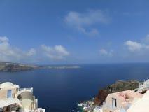 Vista al mare dal villaggio di OIA di Santorini Fotografia Stock