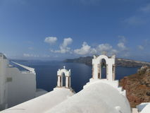 Vista al mare dal villaggio di OIA di Santorini Immagini Stock