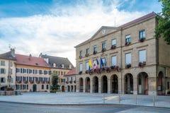 Vista al municipio nei les Bains - Francia di Thonon fotografia stock