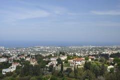Vista al nord-ovest sopra la città di Kyrenia Fotografie Stock Libere da Diritti