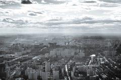 Vista al oeste de la ciudad de Moscú en blanco y negro imagen de archivo libre de regalías