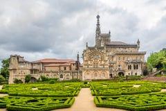 Vista al palazzo di Bucaco con il giardino nel Portogallo Immagine Stock