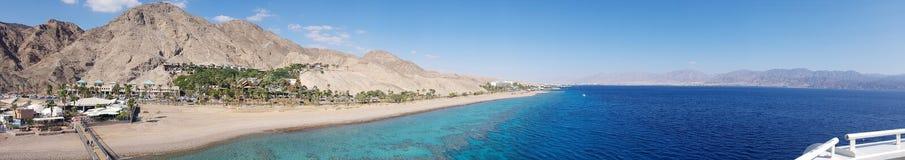 Vista al panorama de Eilat de la playa fotografía de archivo libre de regalías