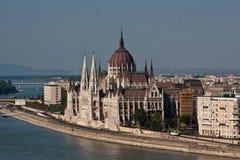 Vista al Parlamento di Budapest fotografia stock libera da diritti