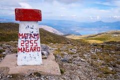 Vista al picco di Magaro sul lago Prespa al parco nazionale di Galicica fotografia stock libera da diritti