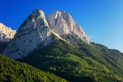 Vista al picco di montagna Waxenstein Giorno di estate vicino a Garmisch Partenkirchen La Baviera Germania Immagine Stock