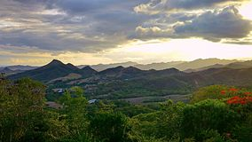 Vista al picco di una montagna Fotografie Stock Libere da Diritti