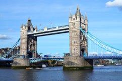 Vista al ponte della torre un giorno soleggiato Immagine Stock