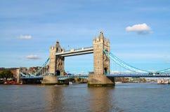 Vista al ponte della torre un giorno soleggiato Immagini Stock Libere da Diritti