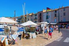 Vista al porto di Saint Tropez, Francia del sud fotografie stock libere da diritti