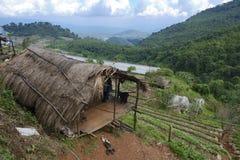 Vista al pueblo y a la estación agrícola de Doi Ang Khang Royal, provincia de Chiang Mai, Tailandia de la tribu de la colina de K Fotografía de archivo libre de regalías