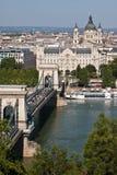 Vista al puente sobre Donau en Budapest Fotografía de archivo