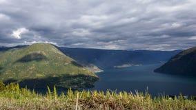 Vista al rallentatore dello scorrevole su Ornes in Norvegia archivi video