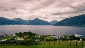 Vista al rallentatore su Vangsnes in Norvegia video d archivio
