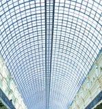 Vista al techo de cristal azul del aeropuerto Fotografía de archivo libre de regalías