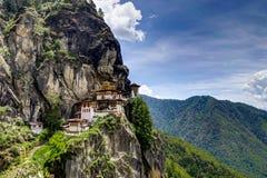 Vista al templo famoso de la jerarquía de los tigres en Bhután foto de archivo
