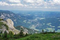 Vista al valle de las montañas de Rax Fotos de archivo