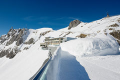 Vista all'albergo di lusso di Pilatus-Kulm alla cima della montagna di Pilatus in Lucern, Svizzera Immagini Stock