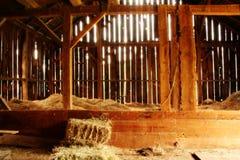 Vista all'interno di un granaio di 100 anni Immagini Stock Libere da Diritti