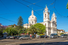 Vista alla basilica da Estrela nelle vie di Lisbona nel Portogallo immagine stock libera da diritti