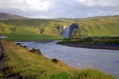 Vista alla cascata di Skogafoss sull'Islanda Fotografia Stock