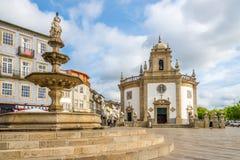 Vista alla chiesa Bom Jesus da Cruz con la fontana Barcelos - nel Portogallo Fotografia Stock