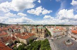Vista alla città di Praga da Città Vecchia Hall Tower In Czech Republic Fotografia Stock Libera da Diritti