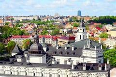 Vista alla città di Vilnius dalla collina del castello di Gediminas Fotografia Stock Libera da Diritti
