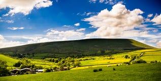 Vista alla collina di Pendle su Sunny Day Fotografie Stock