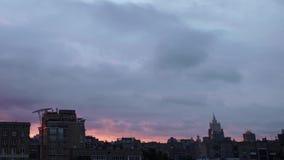 Vista alla corte di Mosca e sui grattacieli nel primo mattino archivi video