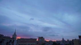 Vista alla corte di Mosca e sui grattacieli nel primo mattino video d archivio