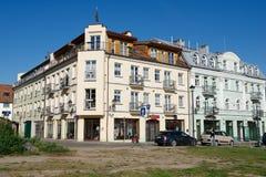 Vista alla costruzione storica dell'hotel di appartamenti di Barbacan a Vilnius del centro, Lituania Fotografia Stock Libera da Diritti