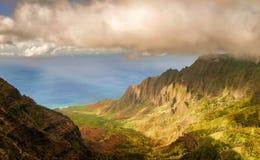 Vista alla linea della costa dall'allerta della valle di Kalalau in Kauai isl Immagine Stock Libera da Diritti