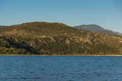 Vista alla montagna di Ainos dalla città di Argostoli, Kefalonia, Grecia Fotografia Stock Libera da Diritti