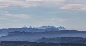 Vista alla montagna di Montserrat in Catalogna immagine stock