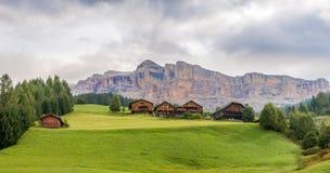 Vista alla natura delle dolomia dell'Italia vicino ad Alta Badia Immagini Stock Libere da Diritti
