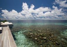 Vista alla piattaforma ed all'oceano di legno Fotografia Stock Libera da Diritti