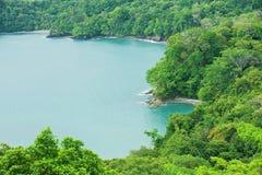 Vista alla riva vicino a Quepos, Costa Rica dell'oceano Pacifico Fotografia Stock