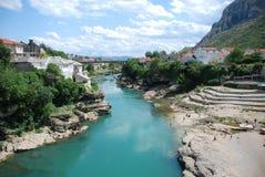 Vista alla vecchia città a Mostar Immagini Stock