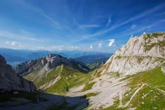 Vista alle alpi ferroviarie e svizzere della ruota dentata più ripide del mondo per Immagini Stock Libere da Diritti