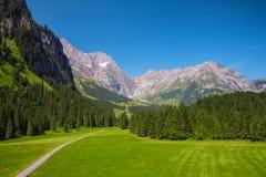 Vista alle alpi svizzere da Engelberg, Svizzera Immagini Stock Libere da Diritti