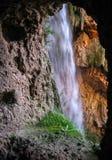 Vista alle cascate di Monasterio de Piedra dalla caverna, Zarago Fotografia Stock Libera da Diritti