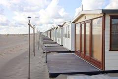 Vista alle case di spiaggia sulla spiaggia in IJmuiden Fotografia Stock Libera da Diritti