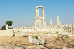 Vista alle colonne di pietra antiche alla cittadella di Amman a Amman, Giordania Fotografie Stock Libere da Diritti