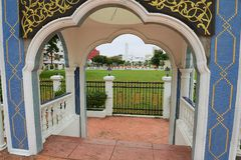 Vista alle costruzioni del palazzo Istana Maziah del ` s del sultano in Kuala Terengganu, Malesia Fotografia Stock