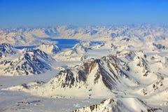 Vista alle montagne congelate la Groenlandia fotografia stock