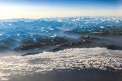 Vista alle montagne delle alpi Immagini Stock