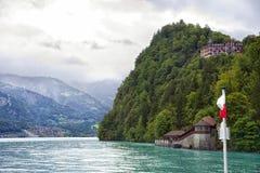 Vista alle rive del lago Brienz dal bordo del vapore Fotografie Stock Libere da Diritti