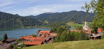 Vista allo schliersee della città della stazione termale e del lago, Baviera del paesaggio di estate Fotografia Stock Libera da Diritti